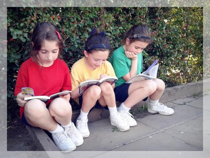 reading girls